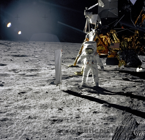 walking on moon astronaut apollo 11 picture